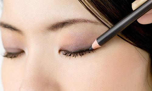 Comment se mettre de l'eye-liner ?